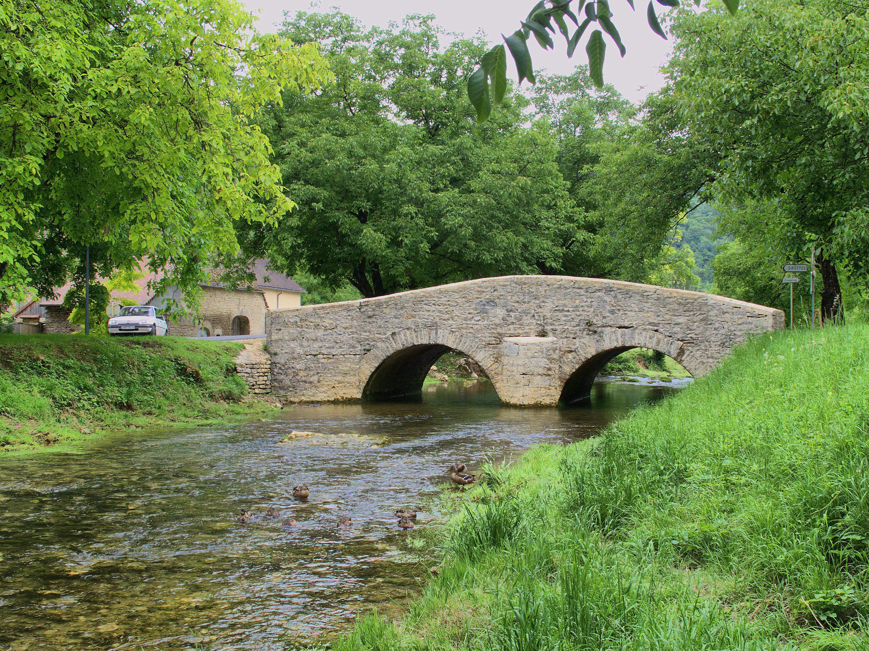 Baume_les_Messieurs_pont_sur_la_Seille