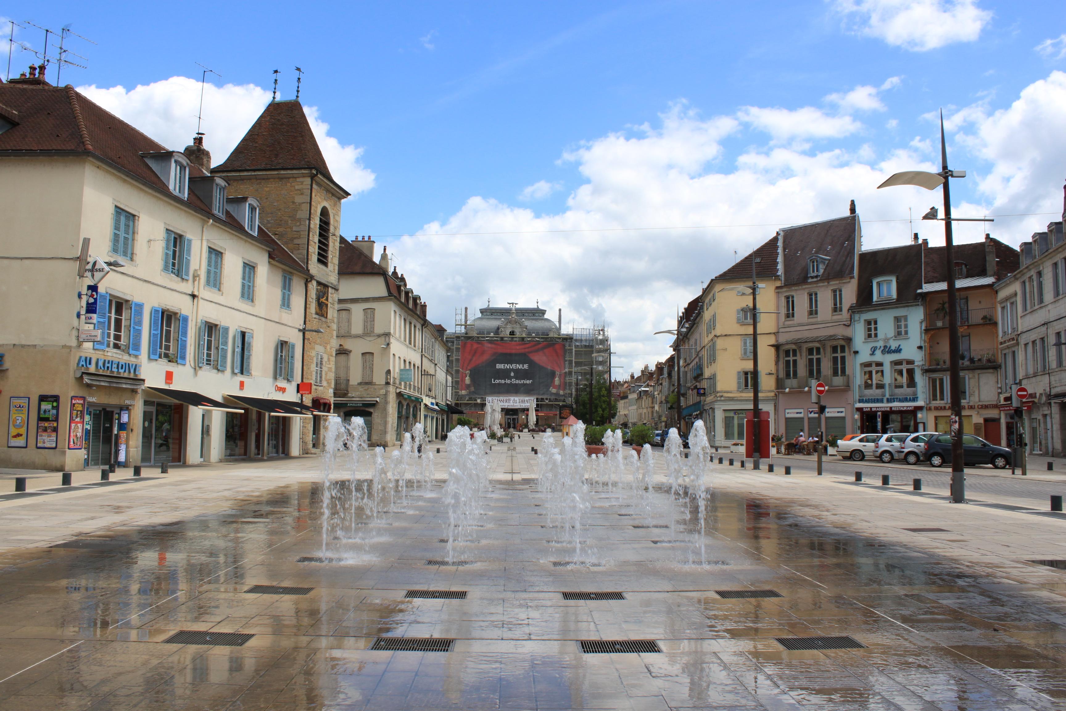 Lons-le-Saunier_-_Place_de_la_liberté_5