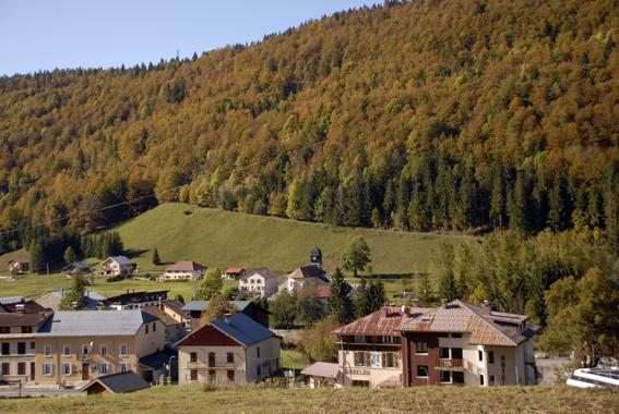 vue_sur_le_village_en_automne
